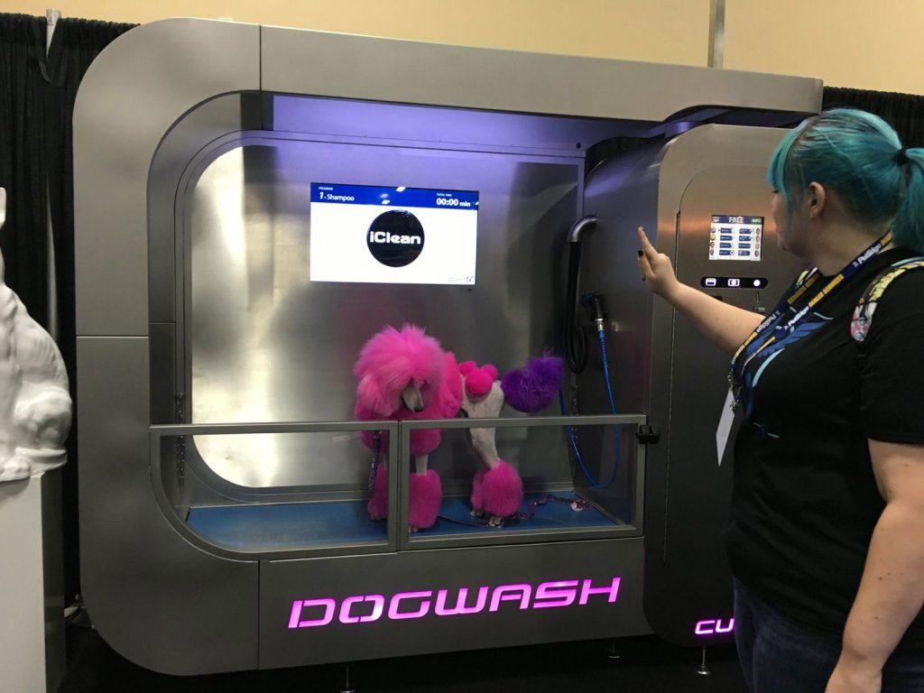 Un démonstration de nos stations de lavage canin sur un salon